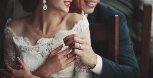 結婚指輪つける指