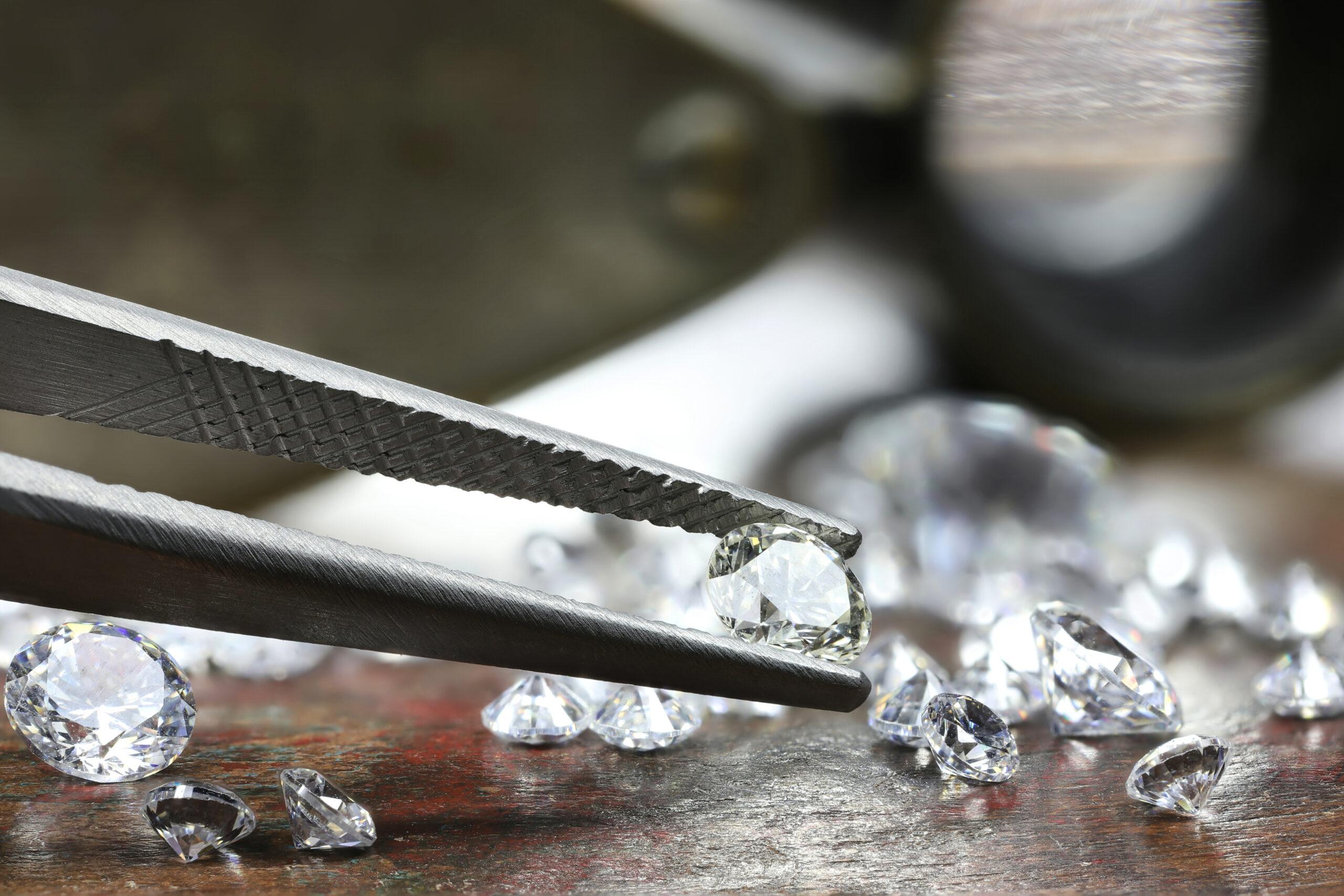 「実際どのくらいの大きさ?」ダイヤを一円玉と比較&大きさ別ネックレス