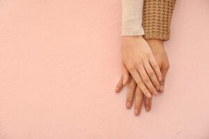 どの指に着ける?ペアリングは自由度の高さが魅力