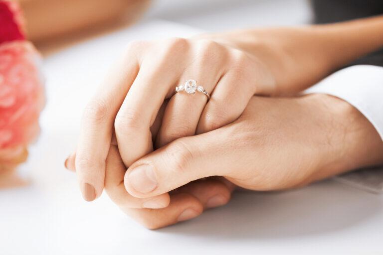 婚約指輪から普段使いのネックレスまで、人気のダイヤのサイズは?